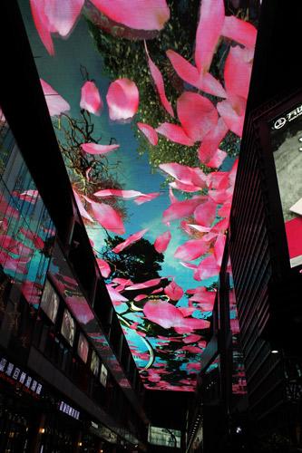 其实要说广州白云万达广场,它是万达广场中第一个a级旗舰店,广场的