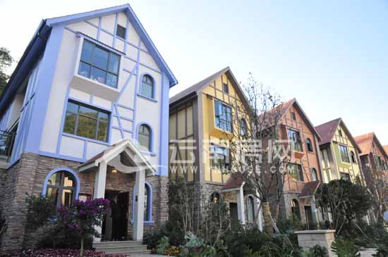 高原江乡旅游小镇项目壹期将铰出产150栋独栋佩墅,共7个户型,面积211—图片